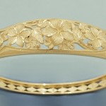 çiçek detaylı altın bilezik