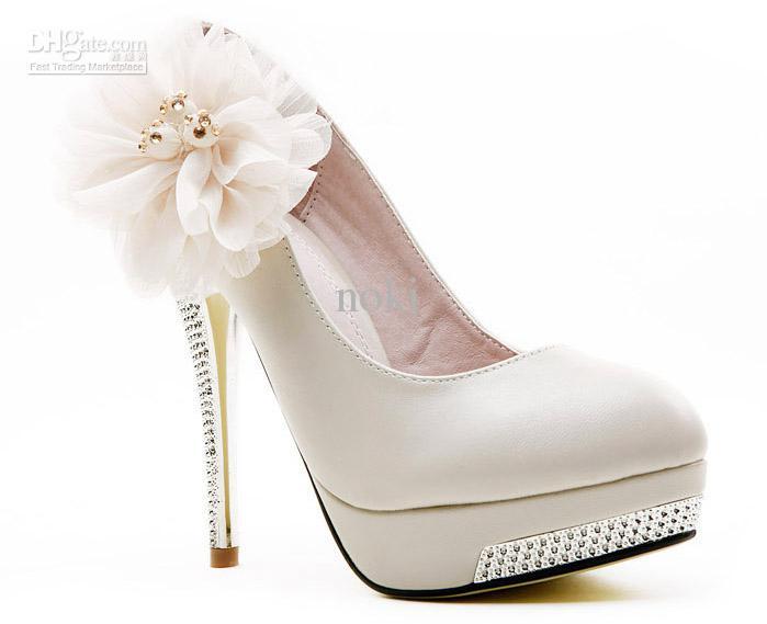çiçek detaylı krem ayakkabı modeli