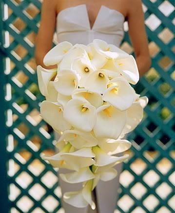 çiçekli şık bir gelin buketi