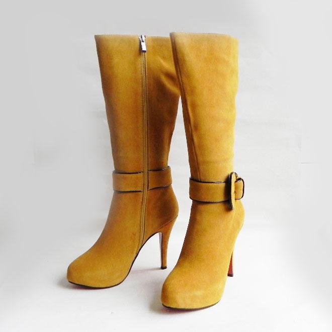 Christian Louboutin marka çizme modeli