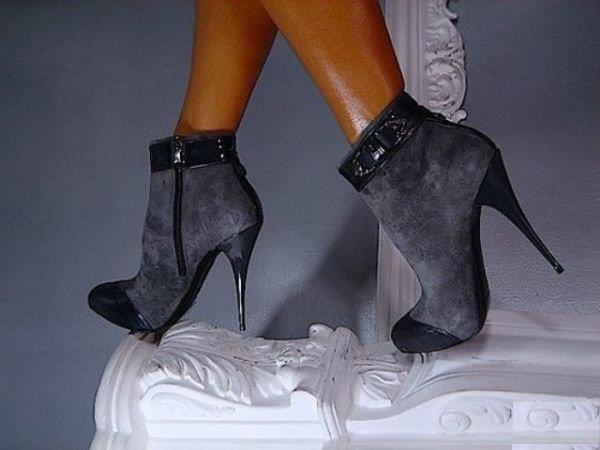 duman rengi rugan detaylı şık bot ayakkabı örneği