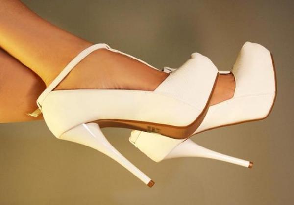 ekru bilekten bağlamalı platformlu ayakkabı modeli