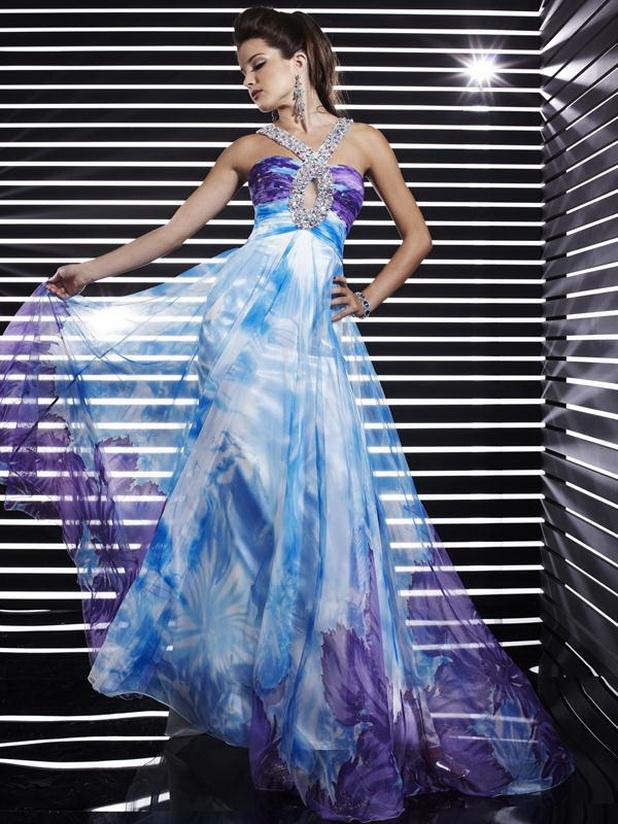 havada aşk kokusu var... mavi gece elbisesi