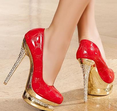 kırmızı sarı topuklu ayakkabı