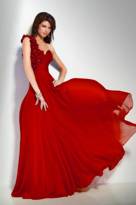 kırmızının cazibesi..abiye modeli