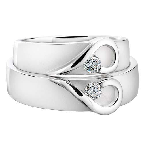 kalp detaylı nişan yüzüğü modeli