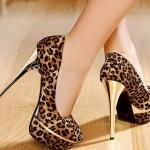 leopar desenli gols topuk detaylu platformlu ayakkabı modeli