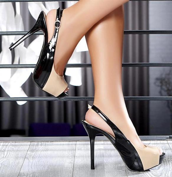 siyah rugan arkası açık ayakkabı modeli