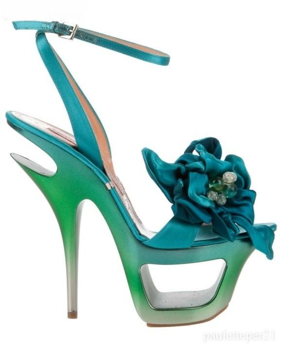 yeşil mavi farlkı platformlu şık çiçekli ayakkabı modeli