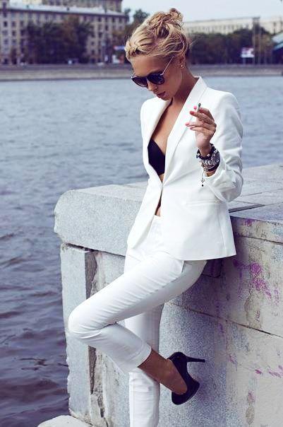 beyaz dar kesim ceket takım modeli