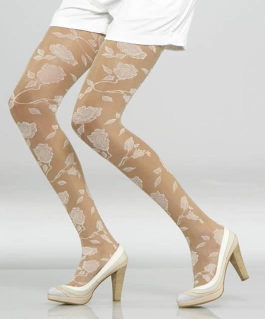 beyaz gül detaylı muz çorap modeli yeni