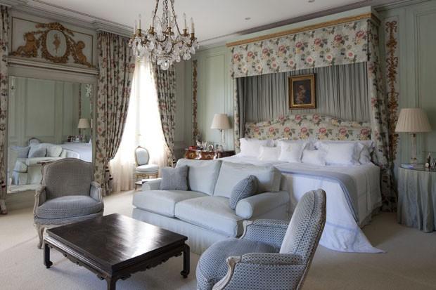 beyaz gül detaylı yatak odası modeli