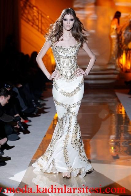 beyaz işlemeli gece elbisesi