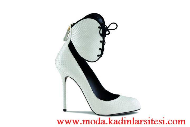 beyaz kanatlı ayakkabı modeli