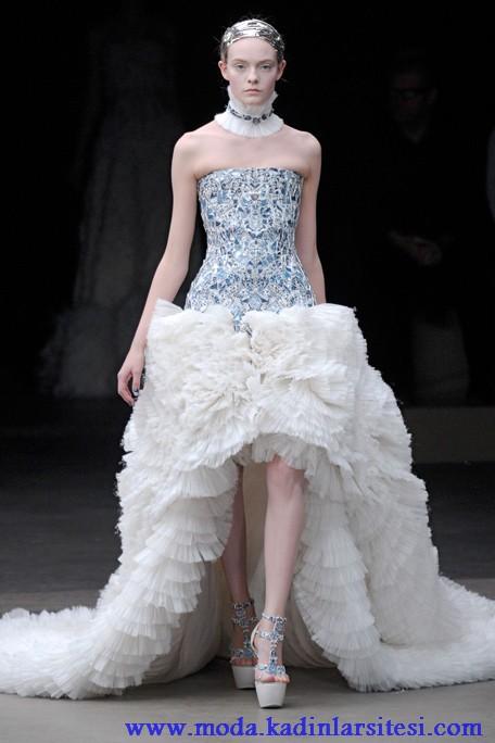 beyaz straplez gece elbisesi modeli