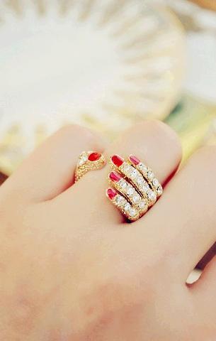 el parmak detaylı altın yüzük modeli