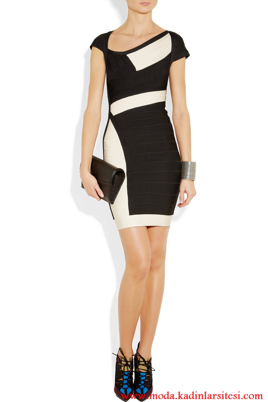 herve leger siyah beyaz eğik yaka elbise modeli