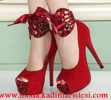 kırmızı bilekli ayakkabı modeli