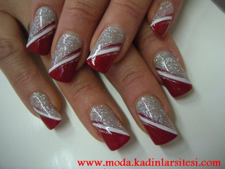 kırmızı pırıltılı tırnak süsleme modeli