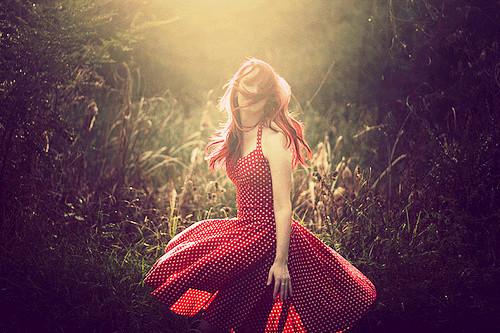 kırmızı sade gece elbisesi