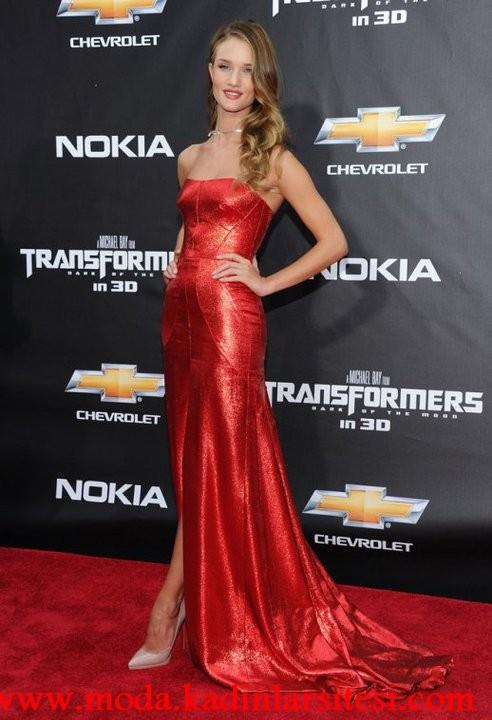 kırmızı stralez gece elbisesi modeli