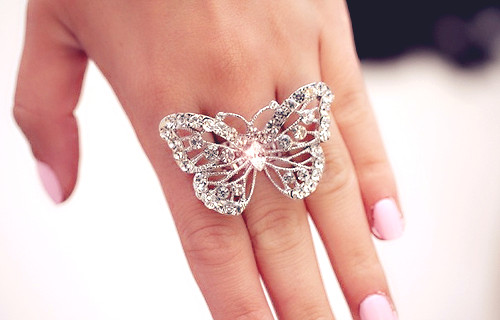 kelebek figürlü yüzük modeli