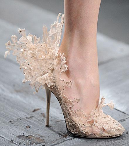 komple dantel çiçek detaylı gelinlik ayakkabısı trend