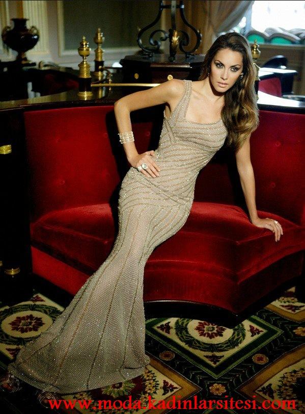 krem işlemeli gece elbisesi modeli