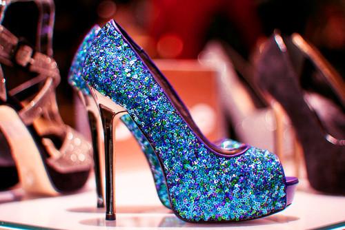 mavi payetli ayakkabı modeli