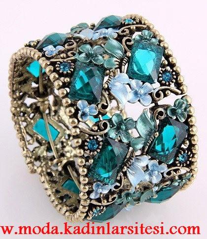 mavi taşlı çiçekli yüzük modeli