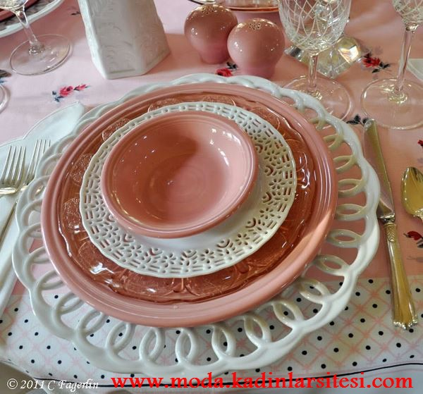 pembe beyaz porselen tabak dekorasyon modeli