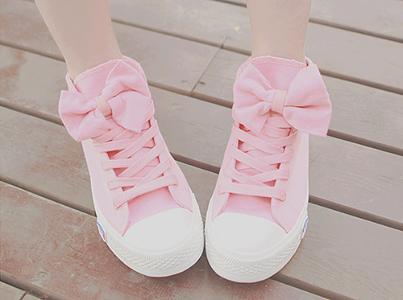 pembe fiyonklu genç kız spor ayakkabı modeli