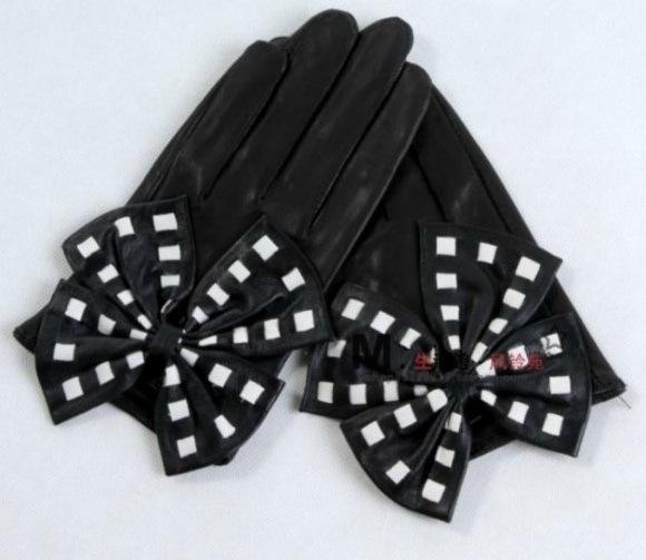 siyah fiyonklu eldiven modeli