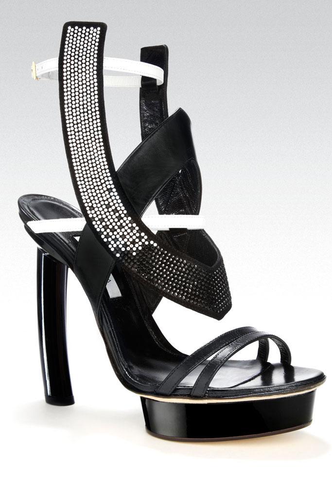siyah kalın eğik topuk ayakkabı modeli