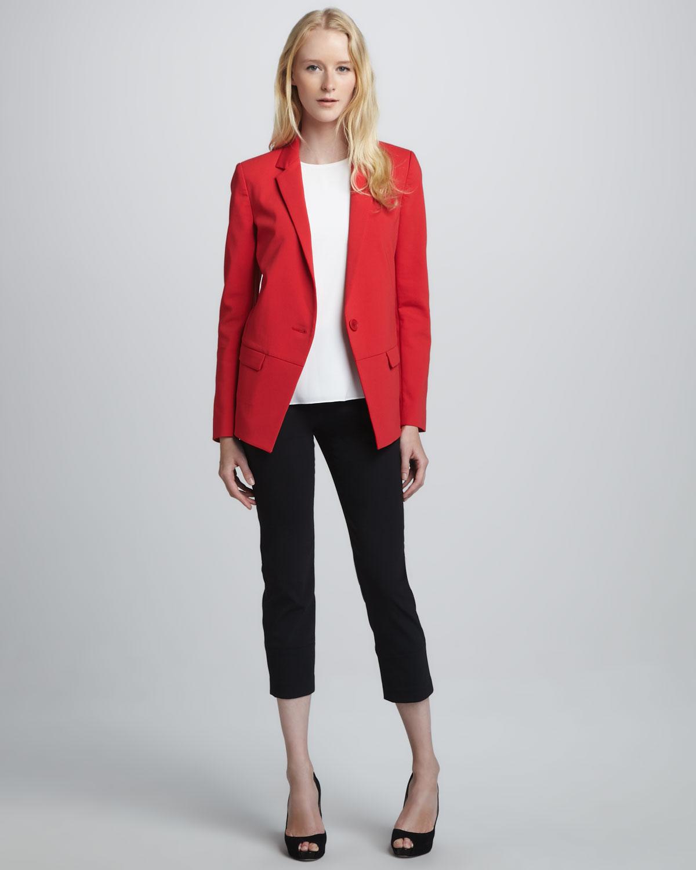 kırmızı ceket ve siyah kapri boy kumaş pantolon takımı