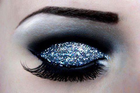 siyah lacivert simli göz makyajı