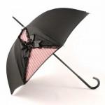 siyah pembe yırtmaçlı şemsiye modeli