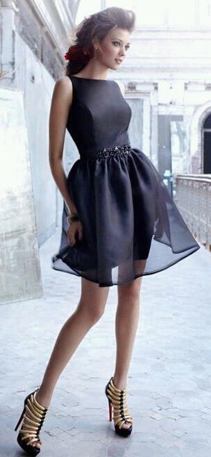 valentino siyah büzgülü elbise modeli