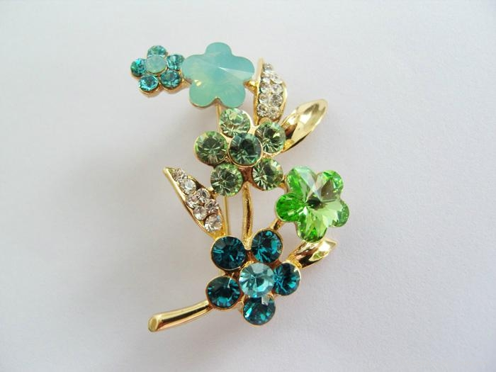 yeşil çiçekli broş modeli yeni