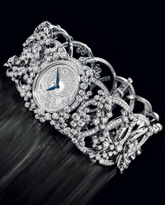 Kelepçeli pırlanta saat modeli