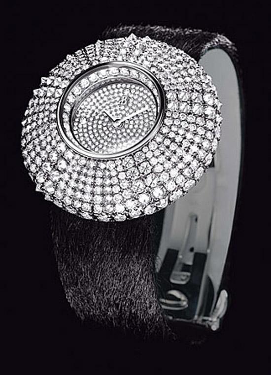 Pırlantalı şık saat modeli