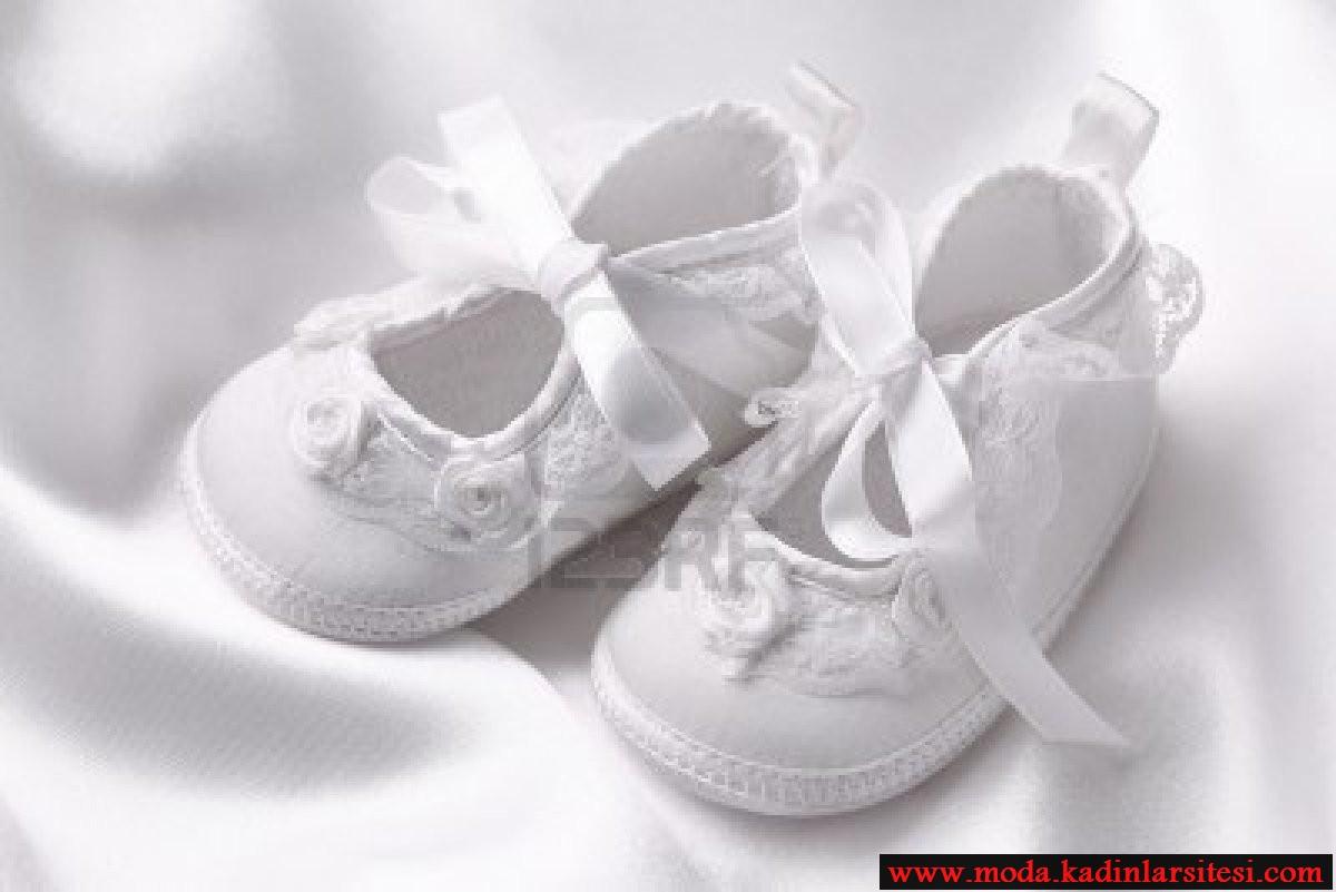 beyaz sade bebek patik modeli