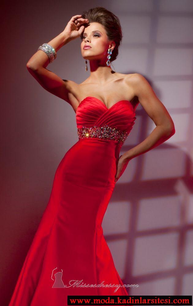 kırmızı drapeli abiye modeli