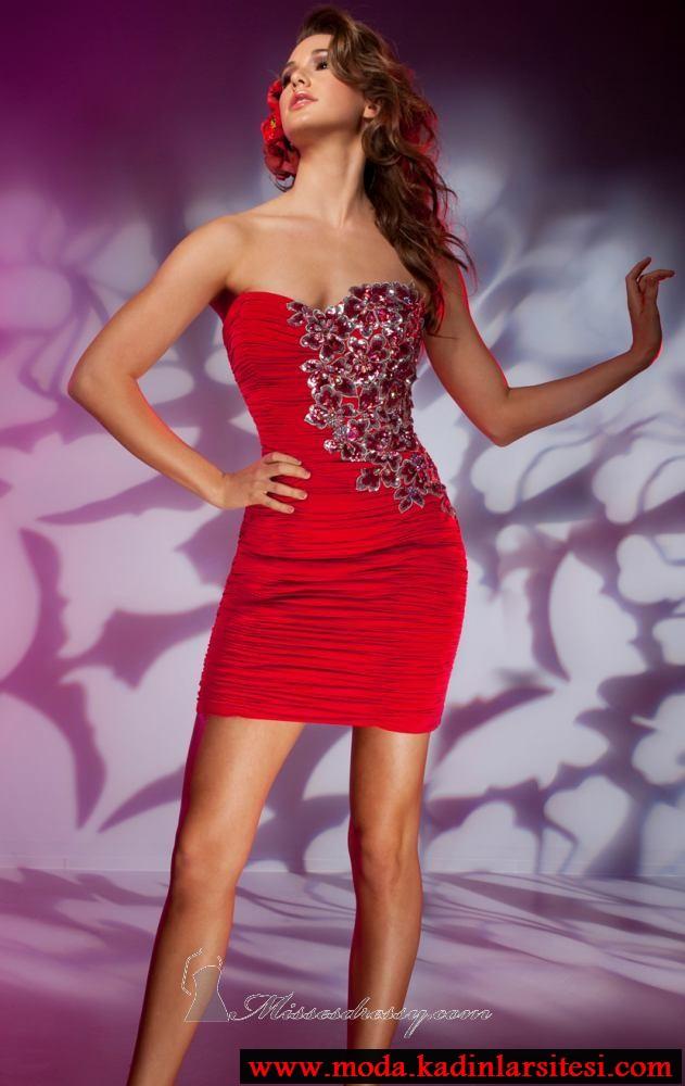 kırmızı işlemeli gece elbise modeli