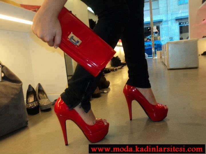 kırmızı rugan ayakkabı çantası modeli
