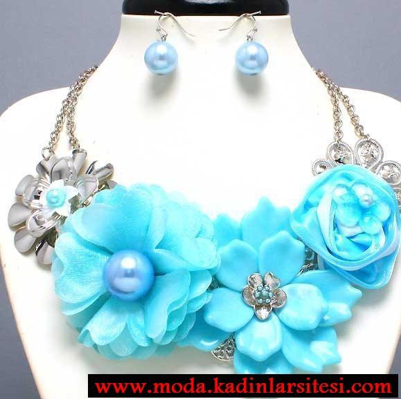 mavi çiçekli kolye seti modeli