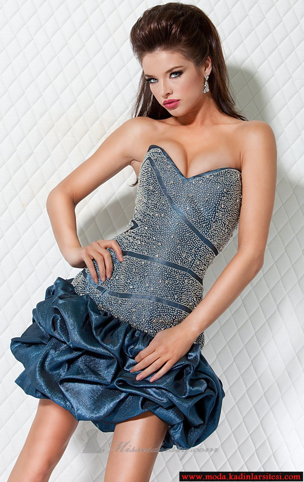 mavi taşlı gece elbise modeli