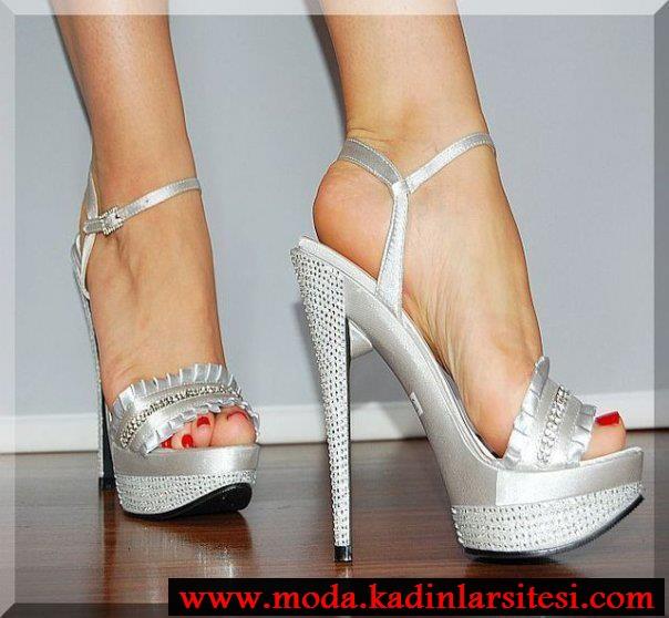 metalik beyaz ayakkabı modeli