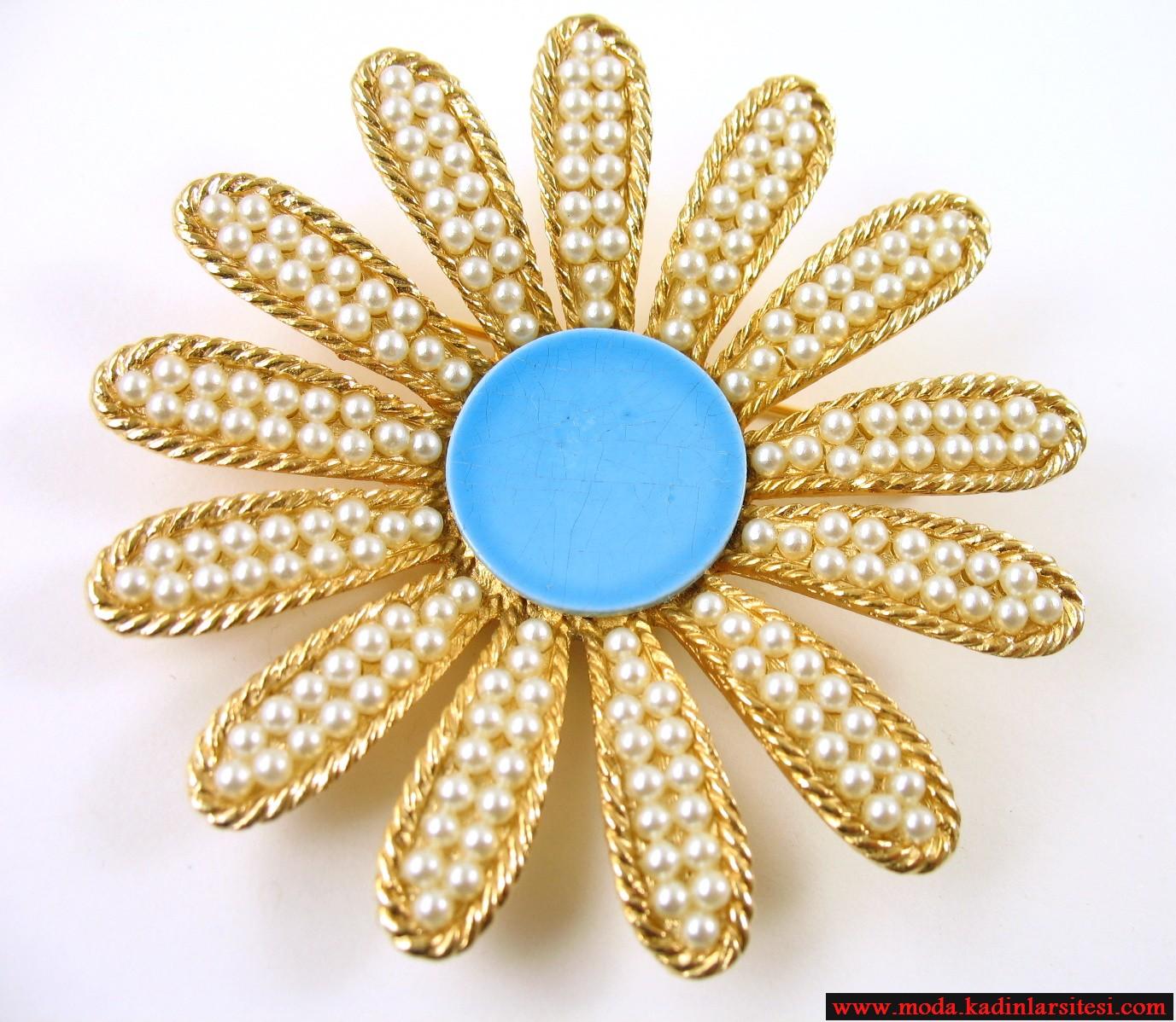 papatya figürlü altın broş modeli