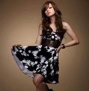 siyah beyaz elbise modeli
